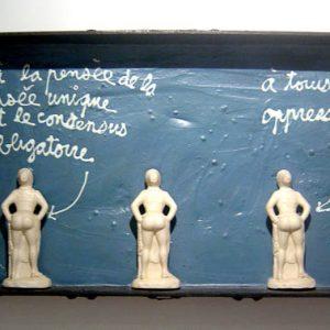4457 [A LA PENSEE DE LA...] 1996 Acrylique et objet sur bois 50 x 90 cm ©PN