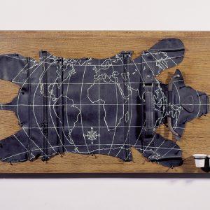 bd 2001, Peau de chagrin, bois, skaï, acier, porcelaine, peinture enamel, 95x50x7,5cm, ©J Bernard