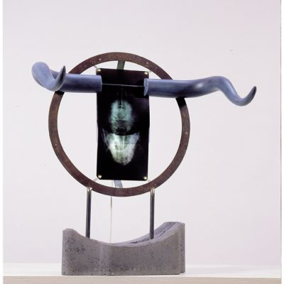 bd 2002, This is end, my friend, acier, clichés radio, résine polyester, béton, 61x52,5x45cm